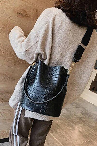 ASLAN ÇANTA Chris Siyah Kadın Üç Bölmeli Mıknatıs Detaylı Çanta