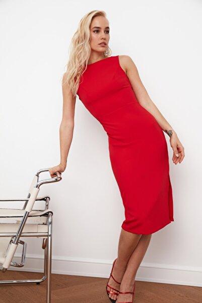 TRENDYOLMİLLA Kırmızı Sırt Dekolteli Elbise TPRSS21EL0023