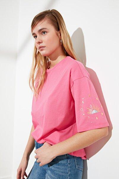 TRENDYOLMİLLA Pembe Baskılı Loose Kalıp Örme T-Shirt TWOSS20TS1247