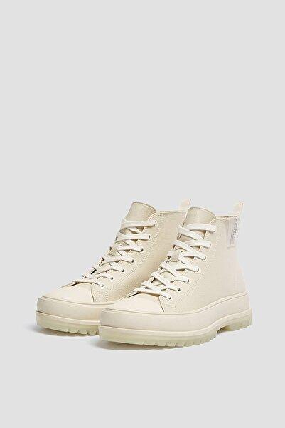 Pull & Bear Kadın Beyaz Kauçuk Burunlu Yüksek Bilekli Spor Ayakkabı 11202740