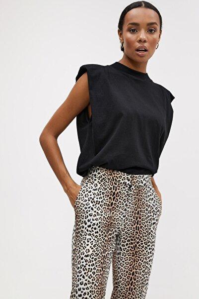 Madmext Kadın Siyah Vatkalı Tişört Mg900