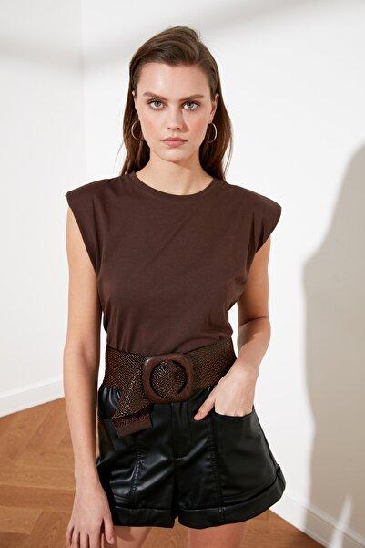 TRENDYOLMİLLA Kahverengi Vatkalı Basic Örme T-Shirt TWOSS20TS1553