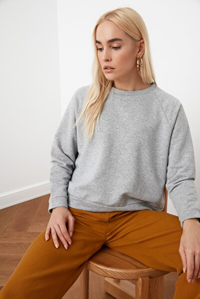 TRENDYOLMİLLA Gri Reglan Kol Basic Örme Sweatshirt TWOAW20SW0055