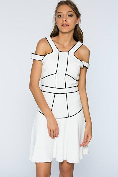 Selma Çilek Siyah Biye Detaylı Beyaz Elbise