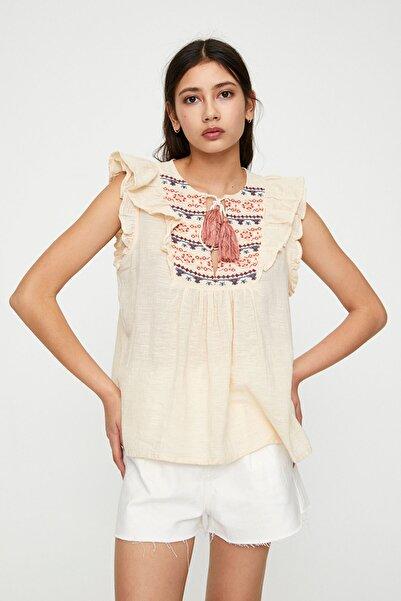 Pull & Bear Kadın Buz Rengi Püsküllü Bağcıklı Ve Önü Işlemeli Bluz 05474359