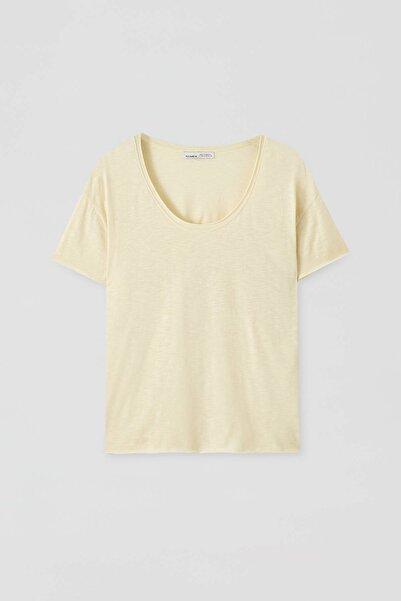 Pull & Bear Kadın Pastel Sarı Biyeli Dikişli Basic T-Shirt 05236307