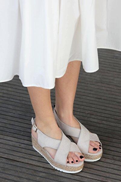 Mio Gusto Marta Bej Dolgu Tabanlı Sandalet