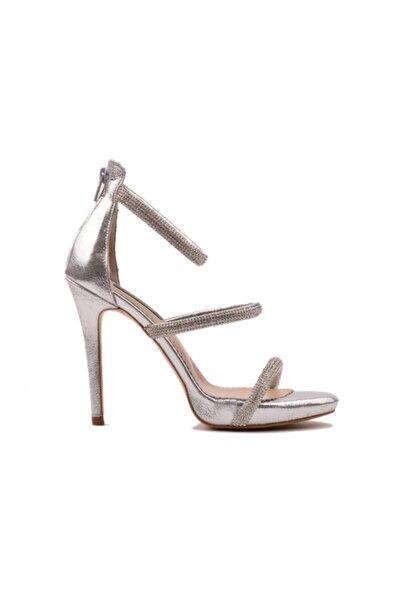 derinet Klasik Gümüş Taşlı Kadın Ayakkabı