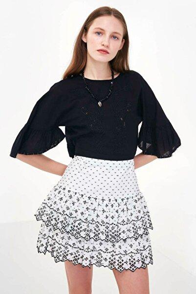 Twist Kadın Siyah Çiçek Nakışlı Crop Bluz TS1200006190001
