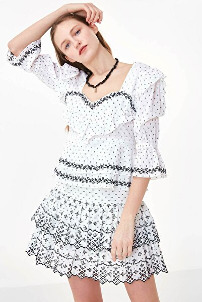 Twist Kadın Beyaz Yaka Detaylı Nakışlı Bluz TS1200006186002