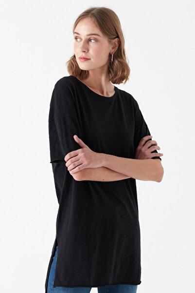 Kadın Yırtmaç Detaylı Siyah T-Shirt 167237-900