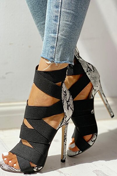 trendyes Siyah Yılan Derili Lastikli Topuklu Ayakkabı