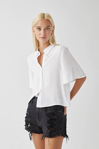 Pull & Bear Kadın Beyaz Kolları Dökümlü Basic Gömlek 09470309