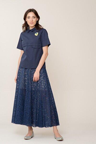 GIZIA CASUAL Broş Detaylı Lacivert Bluz