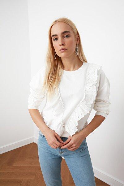 TRENDYOLMİLLA Ekru Fırfır Detaylı Basic Örme Sweatshirt TWOSS20SW0144