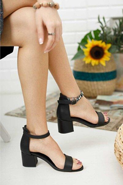 KILINÇ Kadın Siyah Tek Bant Ayakkabı