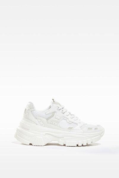 Bershka Kadın Beyaz Maksi Tabanlı Çok Parçalı Fileli Spor Ayakkabı