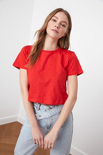 TRENDYOLMİLLA Kırmızı %100 Pamuk Süprem Bisiklet Yaka Crop Örme T-Shirt TWOSS20TS0135
