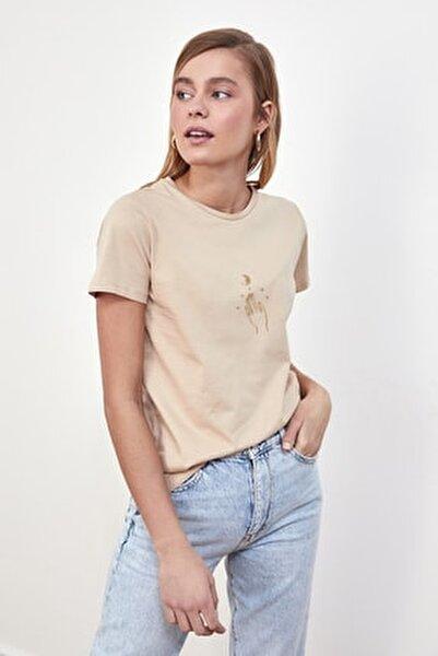Bej Nakışlı Basic Örme T-Shirt TWOSS20TS0553