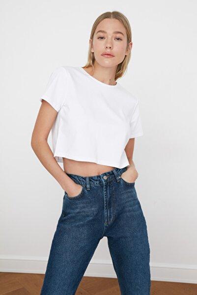 TRENDYOLMİLLA Beyaz %100 Pamuk Bisiklet Yaka Crop Örme T-Shirt TWOSS20TS0135
