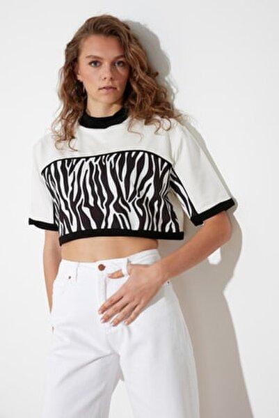 Beyaz Desen Bloklu Örme Bluz TWOSS21BZ1522