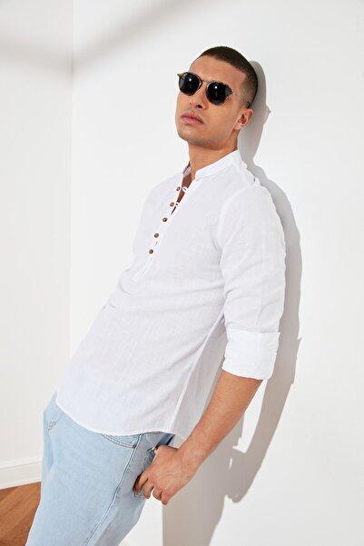 TRENDYOL MAN Beyaz Erkek Slim Fit Yarım Patlı Düğmeli Hakim Yaka Gömlek TMNSS20GO0097
