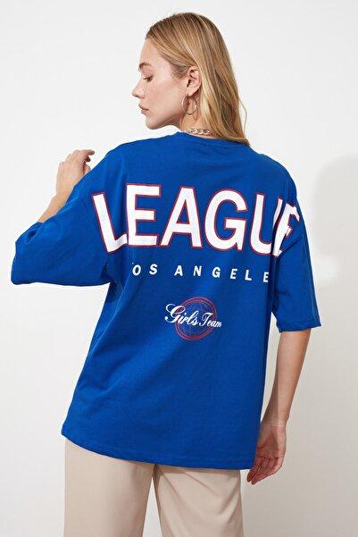TRENDYOLMİLLA Saks Baskılı Oversize Örme T-Shirt TWOSS20TS0822