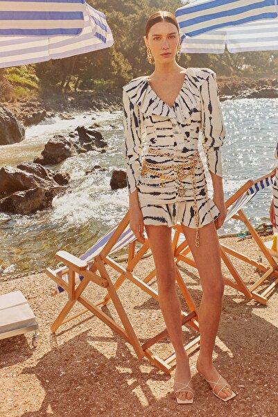Raisa&Vanessa for Trendyol Beyaz Büzgü Detaylı Elbise TDPSS21EL0730