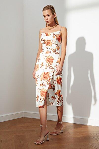 TRENDYOLMİLLA Çok Renkli Yırtmaç Detaylı Elbise TWOSS21EL3633