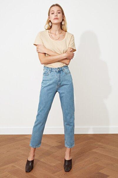 TRENDYOLMİLLA Açık Mavi Yıkamalı Yüksek Bel Mom Jeans TWOSS20JE0099
