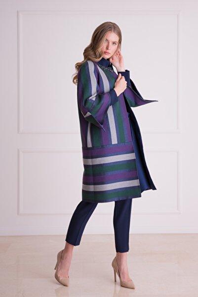 xGIZIA Kadın Lacivert Çizgi Desenli Uzun Kumaş Ceket
