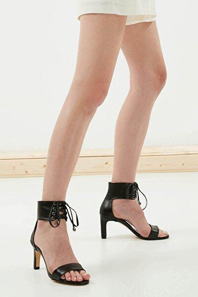 Mio Gusto Siyah Bağcıklı Topuklu Ayakkabı