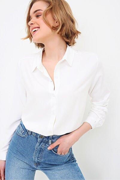 Trend Alaçatı Stili Kadın Beyaz Basic Viscon Gömlek ALC-X5442