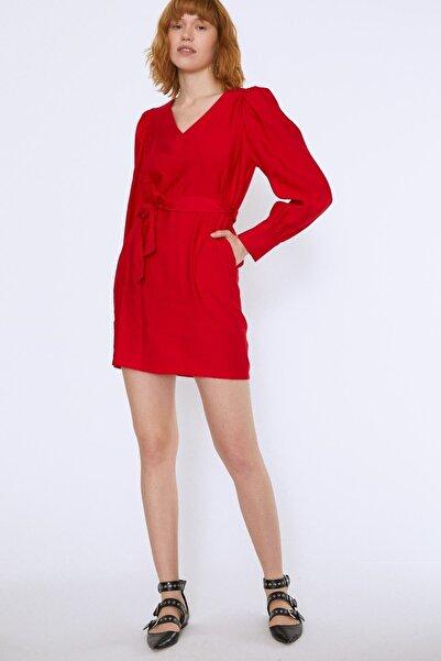 Quzu Beli Kuşaklı V Yaka Elbise Kırmızı
