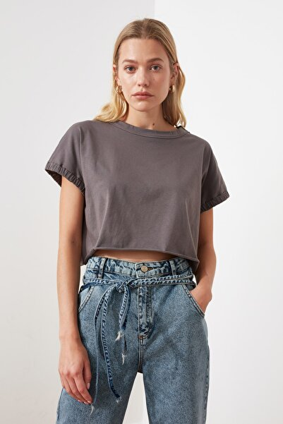TRENDYOLMİLLA Antrasit Crop Örme T-Shirt TWOSS20TS1257