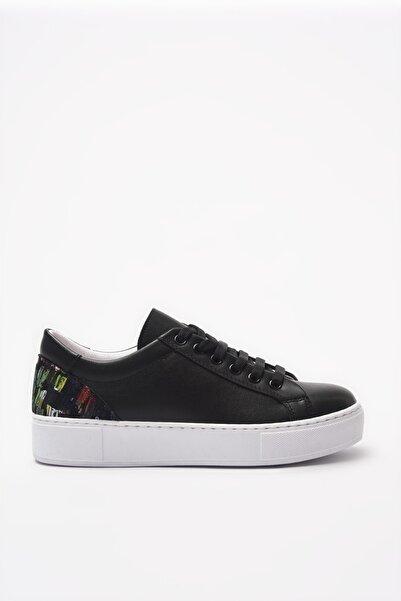 Yaya  by Hotiç Siyah Kadın Sneaker 01AYY204940A100