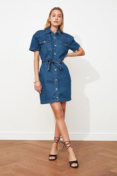 TRENDYOLMİLLA Mavi Kemerli Mini Denim Elbise TWOSS20EL2355