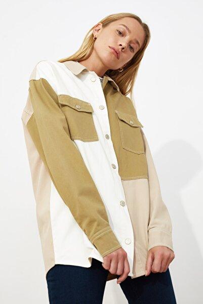 TRENDYOLMİLLA Çok Renkli Renk Bloklu Oversize Denim Ceket Gömlek TWOSS21GO0635