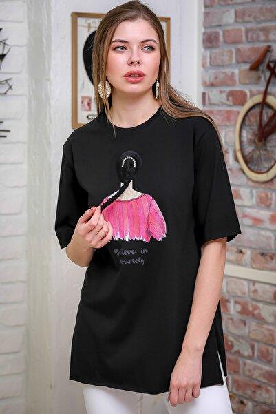 Chiccy Kadın Siyah 3D Saç Örgülü Kadın Baskılı Yanı Yırtmaçlı T-Tshirt M10010300TS98379