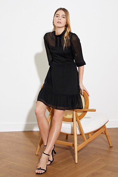 TRENDYOLMİLLA Siyah Dantel Detaylı Şifon Elbise TWOSS20EL0166