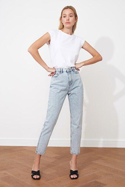 TRENDYOLMİLLA Açık Mavi Yıkamalı Yüksek Bel Mom Jeans TWOSS20JE0162