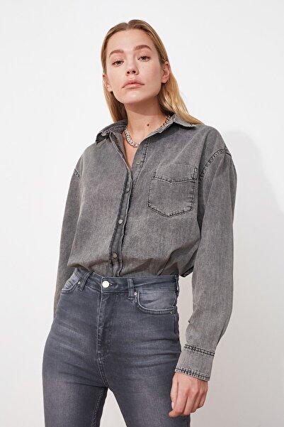 TRENDYOLMİLLA Siyah Oversize Yıkamalı Denim Gömlek TWOAW20GO0249