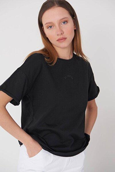 Addax Kadın Siyah Yazı Detaylı T-Shirt P0659 - Dk12 Adx-0000018505