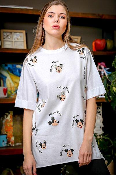 Chiccy Kadın Beyaz Çizgi Karakter Baskılı İnci Detaylı Yanı Yırtmaçlı T-Tshirt M10010300TS98373