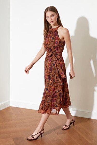 Turuncu Kuşaklı Çiçek Desenli Halter Yaka Elbise TWOSS20EL2536