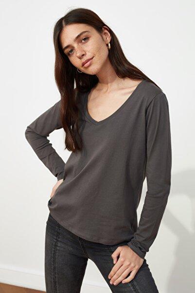 TRENDYOLMİLLA Antrasit Uzun Kollu V Yaka Basic Örme T-Shirt TWOAW21TS0099
