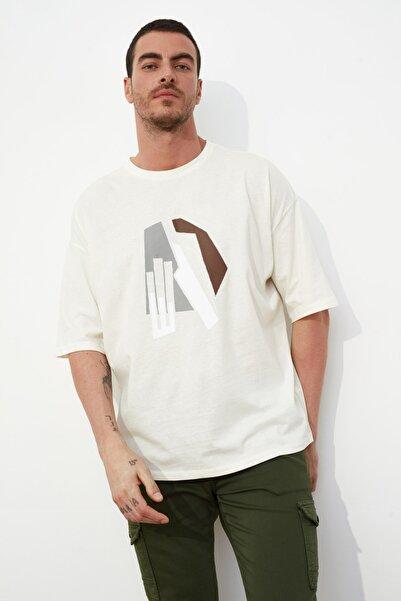 TRENDYOL MAN Ekru Erkek Kısa Kollu Oversize Fit Baskılı T-Shirt TMNSS21TS1075