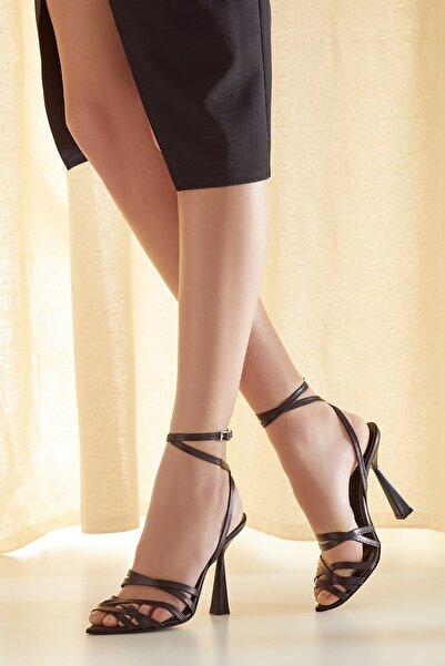 RENGIN Üçgen Topuklu Bilekten Bağlı Deri Topuklu Ayakkabı
