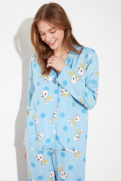 TRENDYOLMİLLA Mavi Tavşan Desenli Dokuma Pijama Takımı THMAW21PT0048