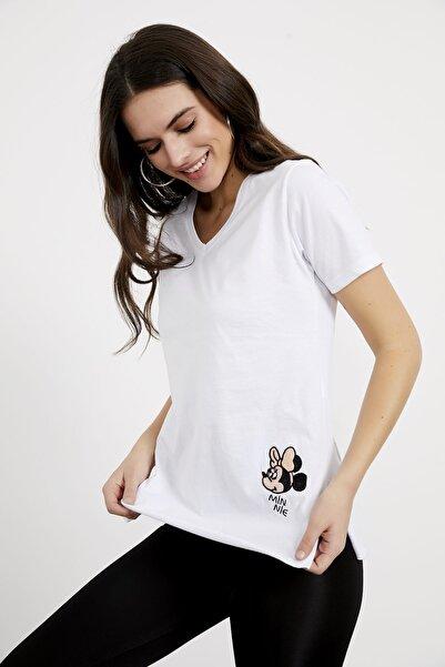Arma Life Kadın Beyaz Nakışlı V Yaka Tişört